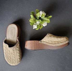 🍁J.crew Knitted clogs